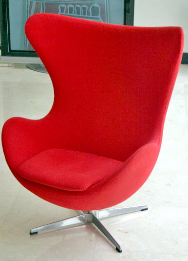 Jacobsen Egg Chair representing the biomorphic look